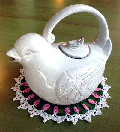 I'll be serving Mother's Day tea up in this pretty tea pot...